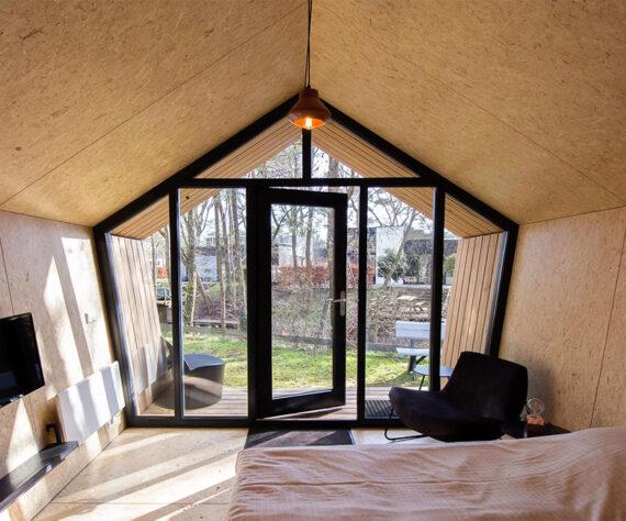 Tiny House met kozijnen van Kievit Kozijn - binnenzijde 2